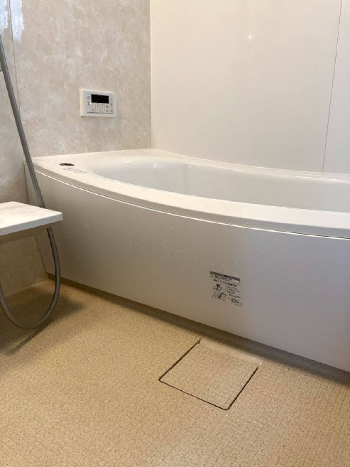 床が広めのTOTOサザナ浴室
